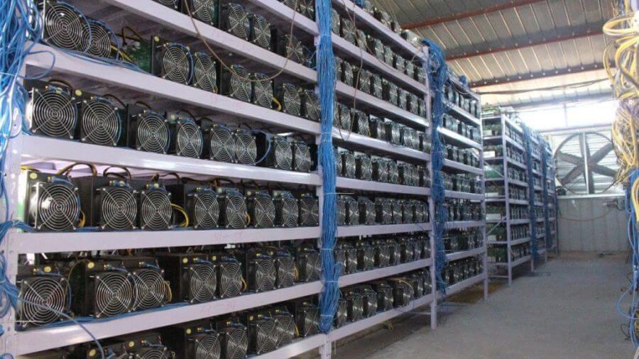 Housing-uskladnenie ASIC minerov a GPU mining rigov na ťažbu kryptomien